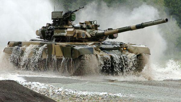 Tank T-90S na výcvikovém prostoru - Sputnik Česká republika
