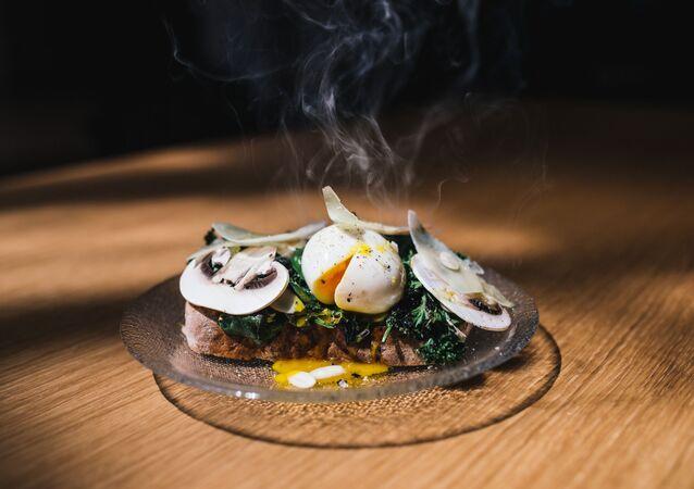 Sendvič s pošírovaném vejcem