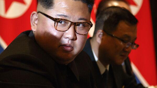 Лидер Северной Кореи Ким Чен Ын на встрече с президентом США Дональдом Трампом в Сингапуре в рамках саммита США - Северная Корея - Sputnik Česká republika
