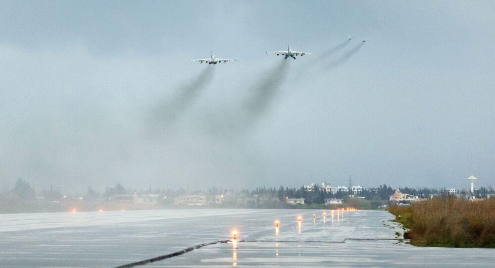 Ruské letouny nad základnou Hmímím v Sýrii