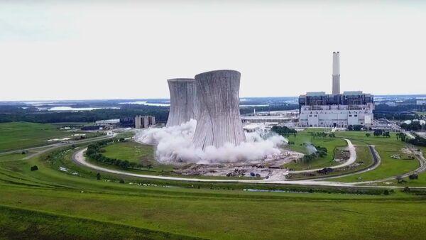 Na Floridě natočili výbuch dvou 140metrových chladících věží (VIDEO) - Sputnik Česká republika