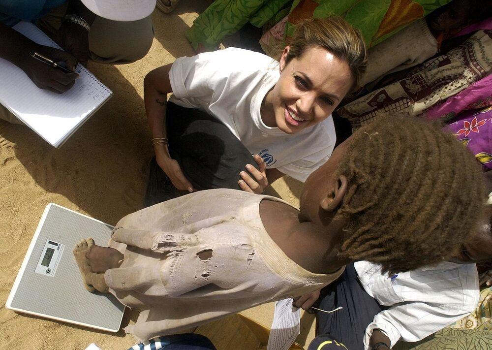 Angelina Jolie v táboře uprchlíků v Čadu