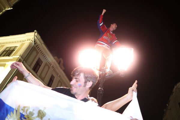 Medvědi, kosmonauti a skutečná láska: Ruští fanoušci slaví vítězství - Sputnik Česká republika
