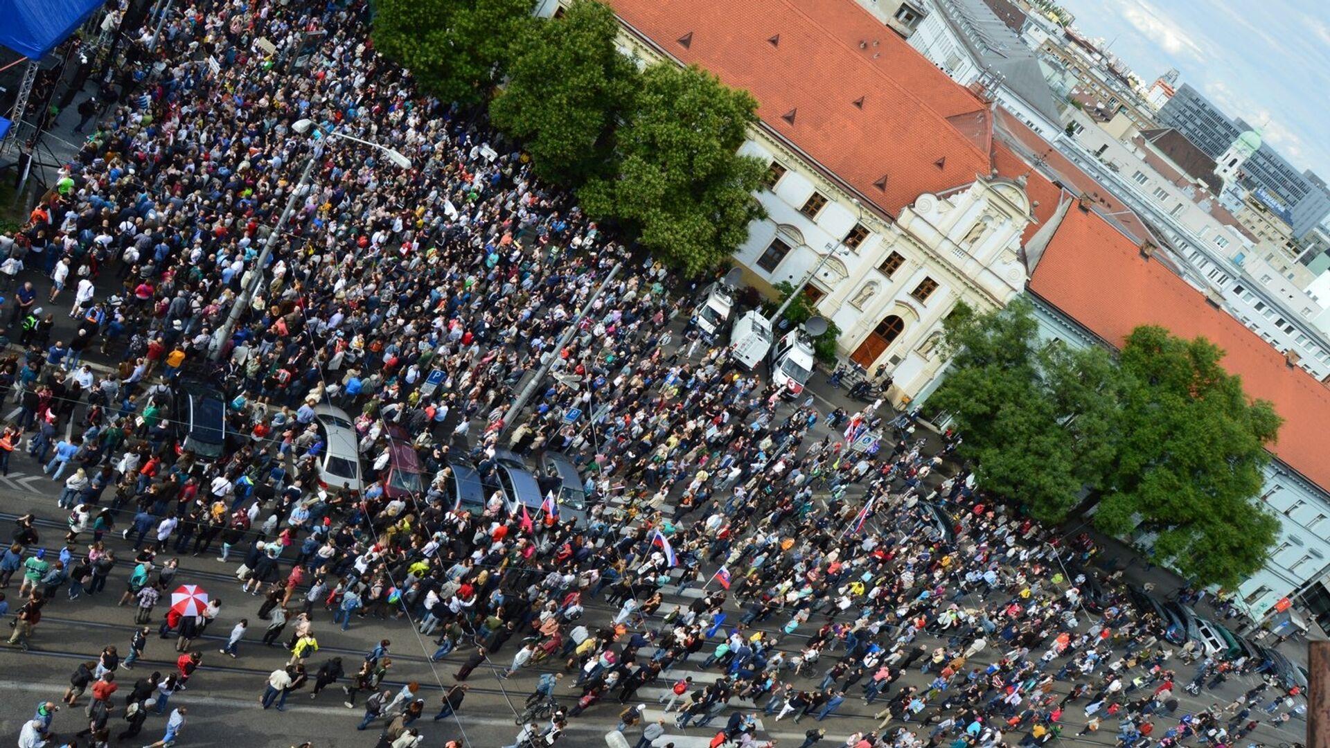Protesty za slušné Slovensko slabnú: v Bratislave sa zišlo 5 tisíc ľudí - Sputnik Česká republika, 1920, 30.07.2021