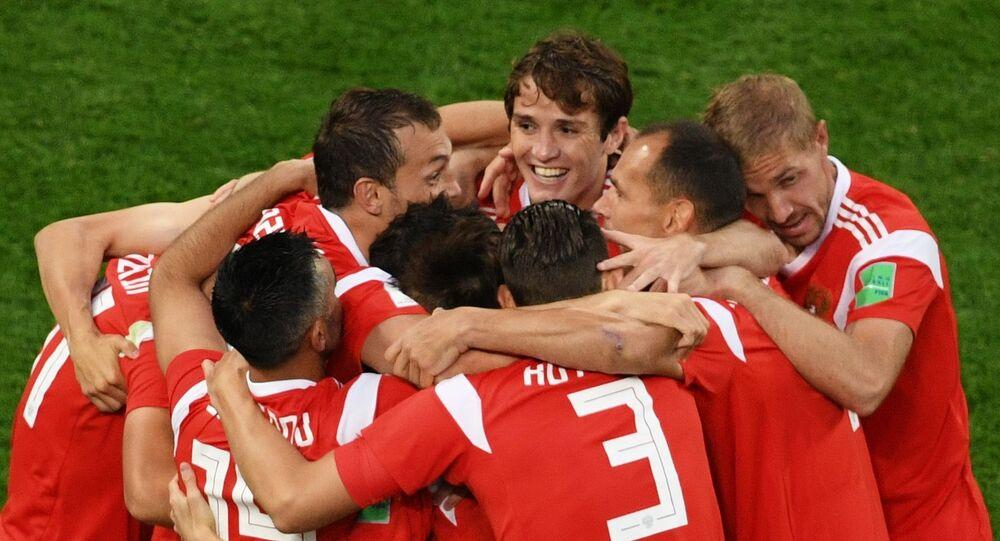 Hráči ruské fotbalové reprezentace během zápasu s Egyptem