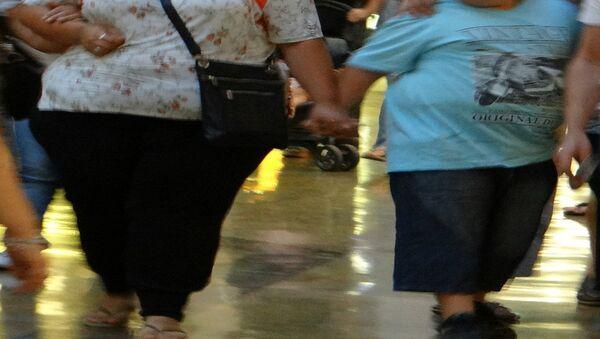 tlustá matka a dítě - Sputnik Česká republika