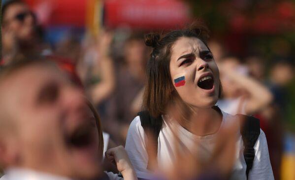 Fanynka ruského národního týmu během zápasu MS mezi týmy Uruguaye a Ruska. - Sputnik Česká republika