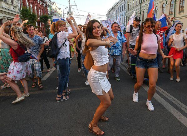 Fanynky v ulicích Moskvy po zápase MS 2018 FIFA mezi národními týmy Uruguaye a Ruska - Sputnik Česká republika