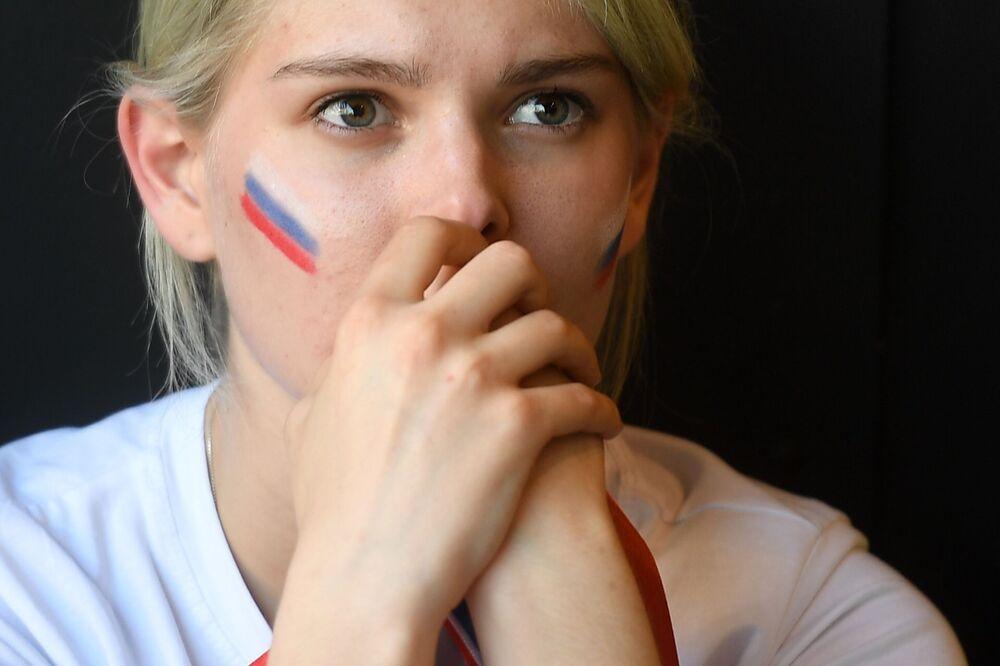 Fanynka ruského národního týmu v Jekatěrinburgu během zápasu MS mezi týmy Uruguaye a Ruska