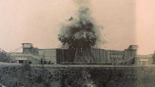 Moment výbuchu památníku Stalina v Praze, 1962 - Sputnik Česká republika
