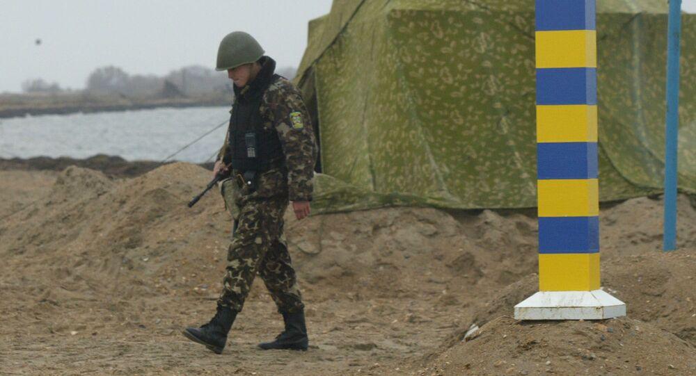 Ukrajinský pohraničnik na rusko-ukrajinské hranici u Azovského moře