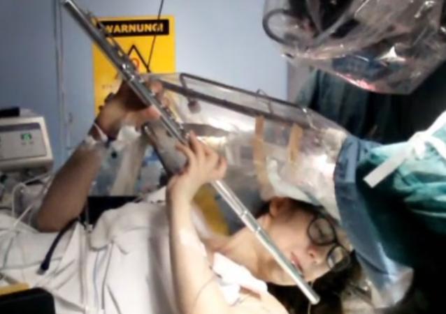Sofia Pinajevová při operaci