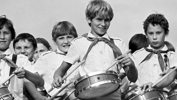 Oddíl bubeníků v pionírském táboře Orljonok - Sputnik Česká republika