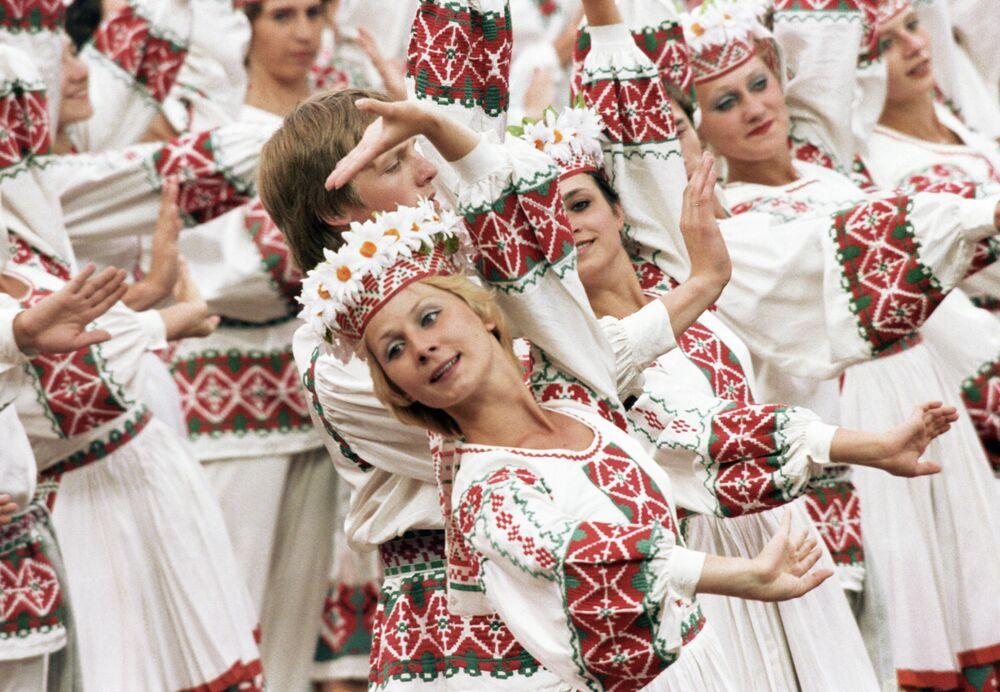 Tanec Přátelství národů na slavnostním zahájení 22. olympijských her v Moskvě v roce 1980