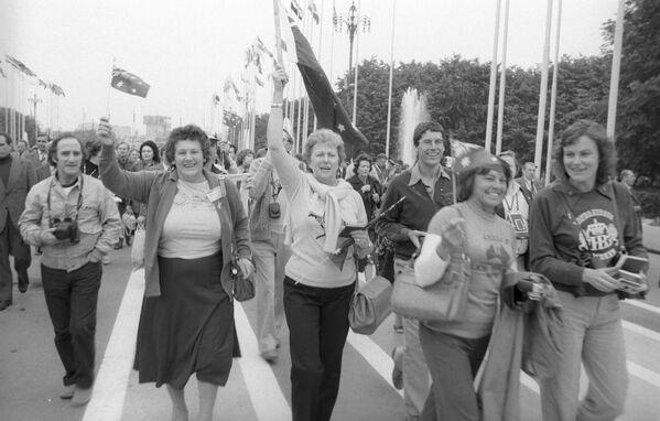 Zahraniční turisté - hosté XXII. Letních olympijských her na stadionu Luzhniki v Moskvě, 1980 - Sputnik Česká republika