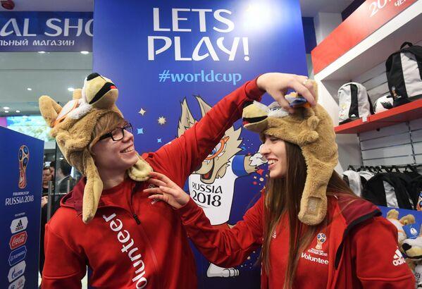 V oficiálním obchodě s atributy Světového poháru v roce 2018 v Moskvě - Sputnik Česká republika