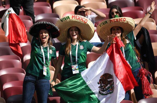 Fanoušci mexického národního týmu před začátkem zápasu skupinové etapy Světového poháru mezi Německem a Mexikem, 2018 - Sputnik Česká republika
