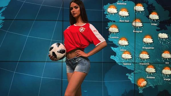 Srbská hlasatelka počasí Sara Damjanovič - Sputnik Česká republika