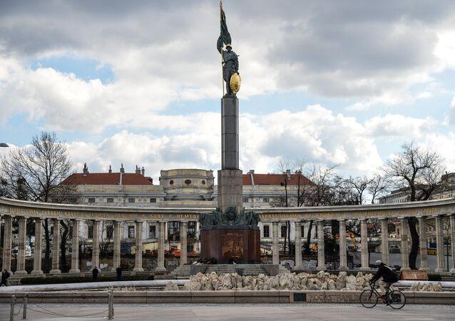 Památník sovětským vojákům v centru Vídně
