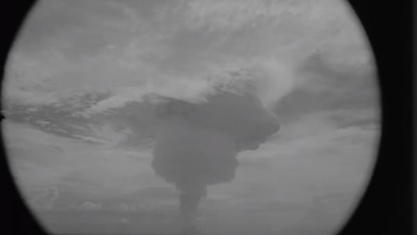 To je ale výbuch! Podívejte se na explozi 10 megatunové jaderné bomby. - Sputnik Česká republika