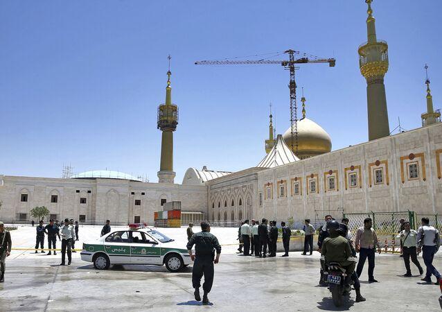 Policie v Teheránu po teroristickém útoku 7. června 2017