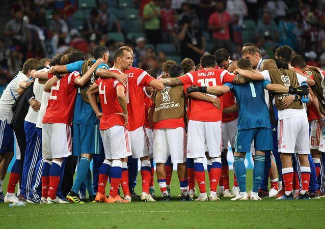 Ruský tým před prodloužením ve čtvrtfinále proti Chorvatsku
