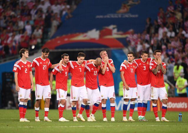 Ruští fotbalisté během pokutových kopů v zápase s Chorvatskem