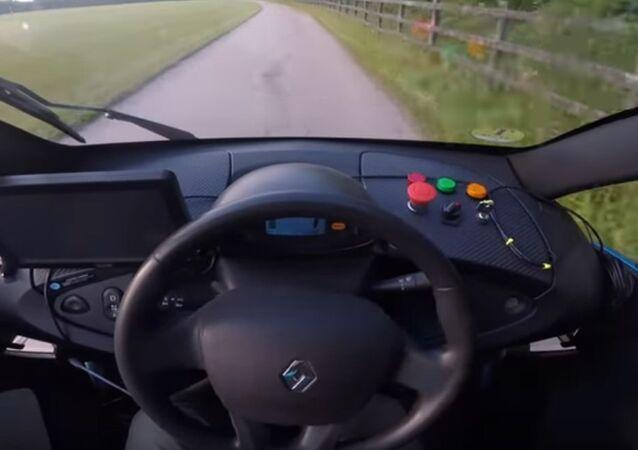 Umělá inteligence se učí řídit za 20 minut