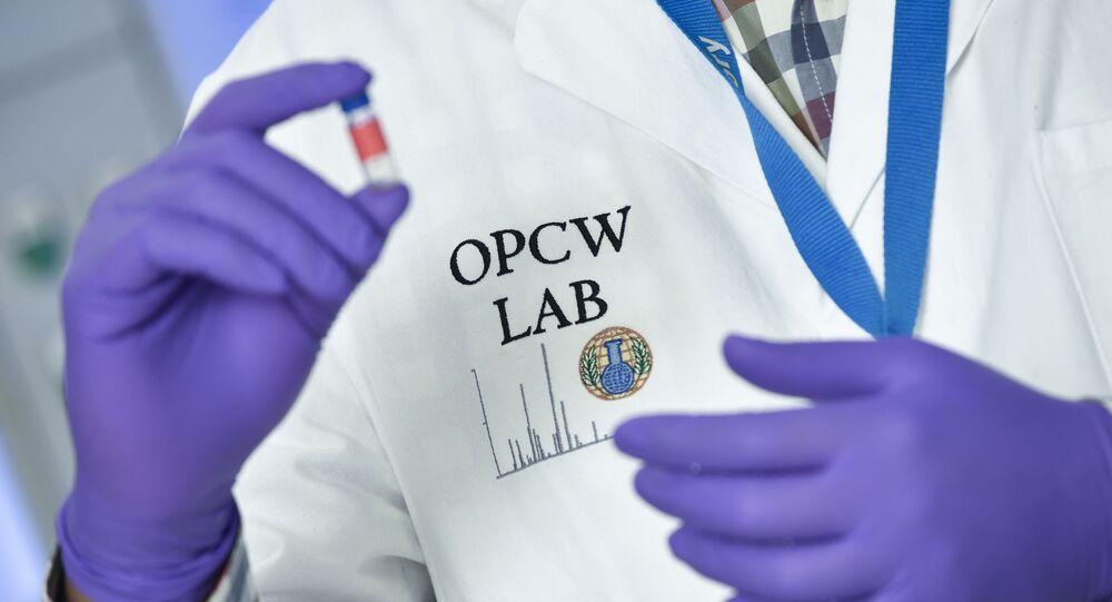 Odborník v sídle Organizace pro zákaz chemických zbraní