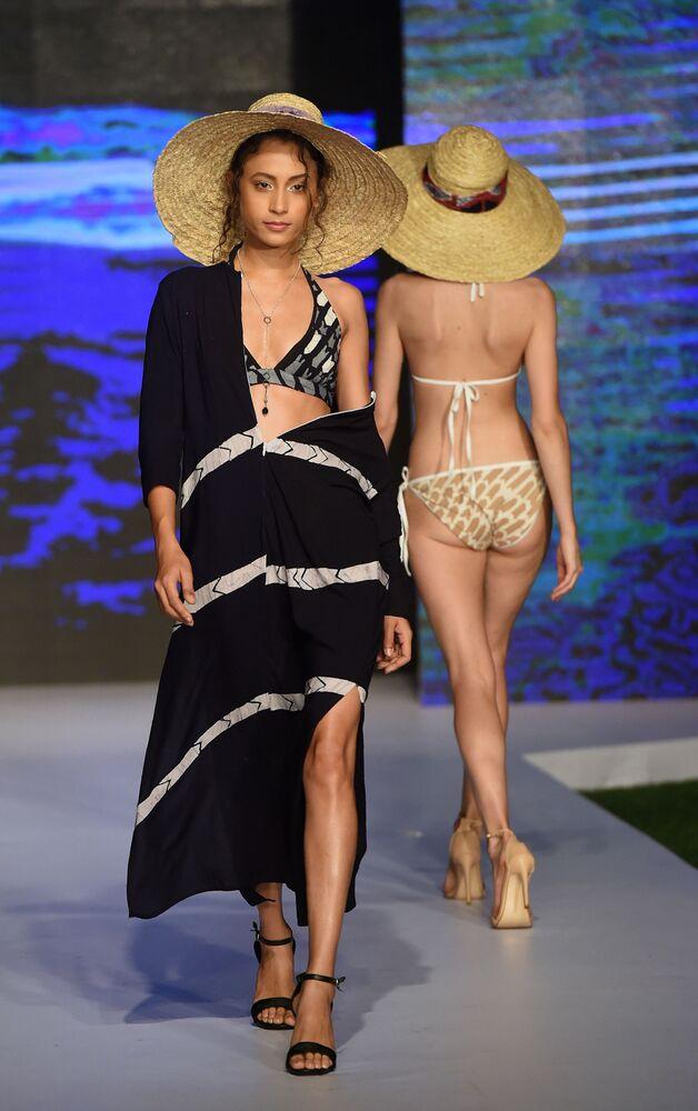 Slunce, moře, pláž a minimum oblečení. Na Srí Lance se konal Týden plážové módy