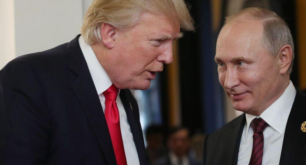 Prezidenti USA a Ruska Donald Trump a Vladimir Putin za okraj zasedání summitu APEC