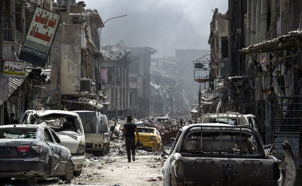 Zničená ulice ve starém městě Mosulu, Irák, červenec 2017 - Sputnik Česká republika