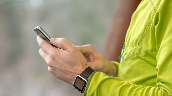 Mobil a smart hodinky - Sputnik Česká republika