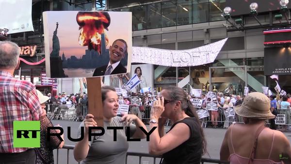 Několik tisíc Američanů protestovalo v New-Yorku proti dohodě s Íránem - Sputnik Česká republika