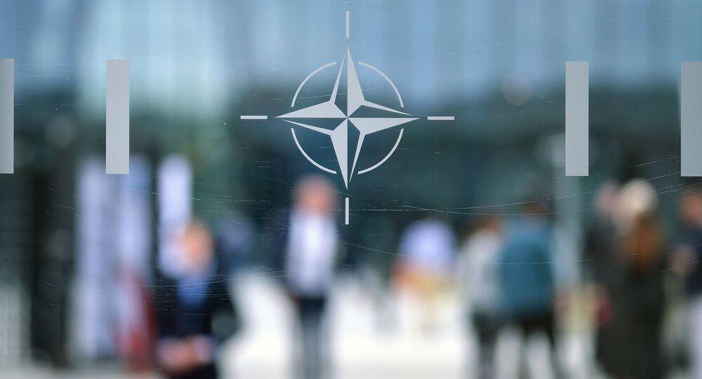 Logo NATO v Bruselu