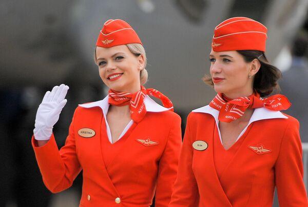 Letušky ruských aerolinek Aeroflot na otevření Mezinárodního leteckého a kosmického salonu MAKS-2017 v Moskovské oblasti. - Sputnik Česká republika