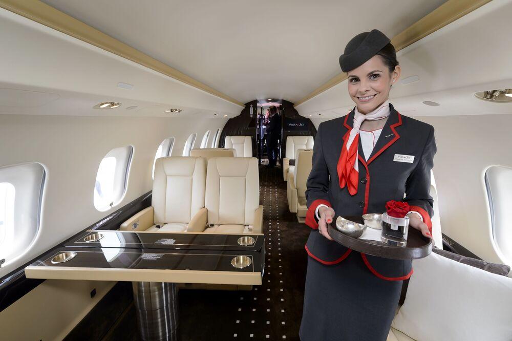 Letuška v ultra dálkovém letadle Bombardier Global Express