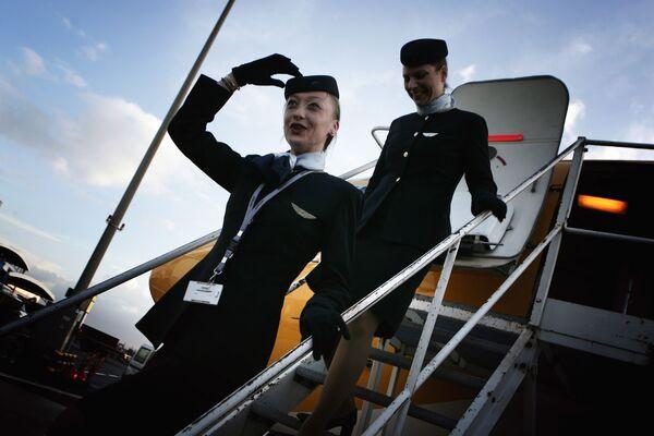 Letušky aerolinek Europe Airpost vystupují z letadla Boeing B737-300 QC - Sputnik Česká republika