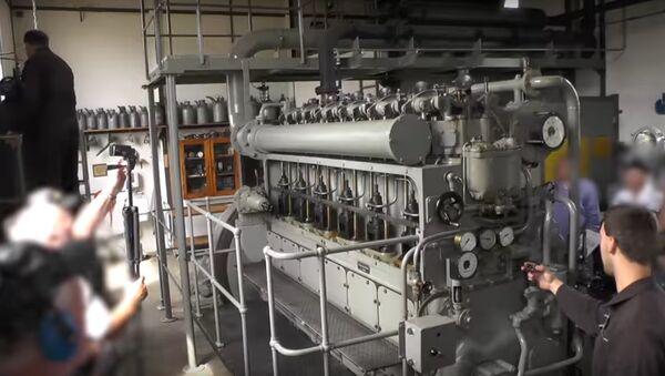 Video: v Německu nastartovali dieselový motor ze 75 let staré ponorky - Sputnik Česká republika