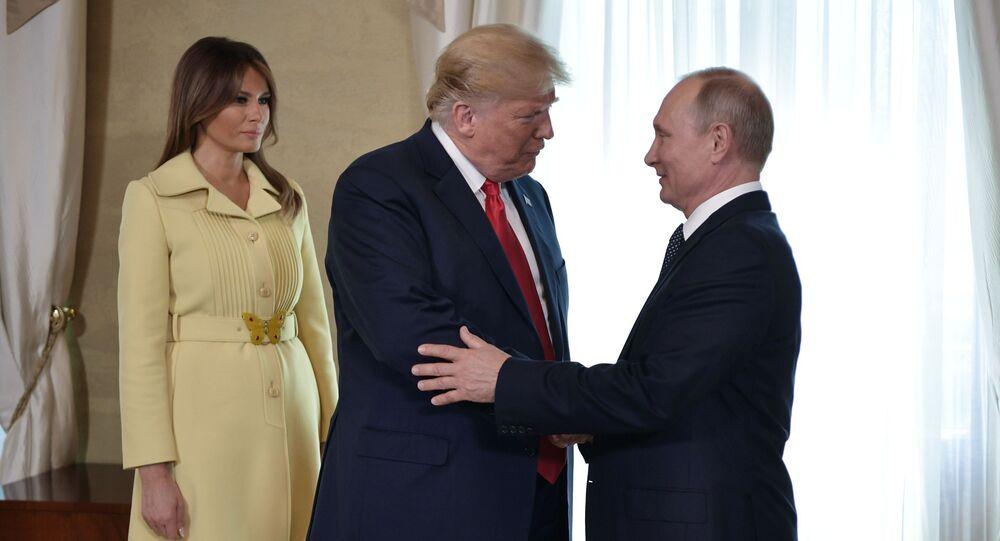 Hlava Ruska Vladimir Putin, prezident USA Donald Trump a jeho manželka Melania