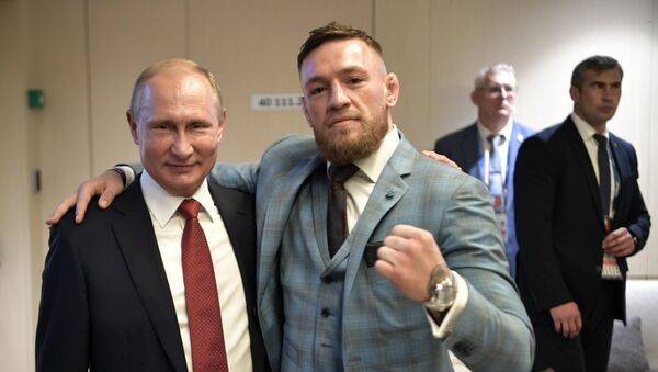 Russian President Vladimir Putin and Irish mixed martial artist Conor McGregor, right, during the break in the 2018 FIFA World Cup final match between the national teams of France and Croatia at Luzhniki Stadium - Sputnik Česká republika