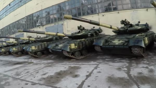Opuštěná vojenská základna s tanky - Sputnik Česká republika