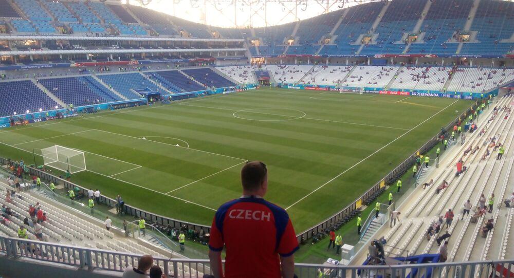 Český fanoušek na stadionu ve Volgogradu při MS 2018