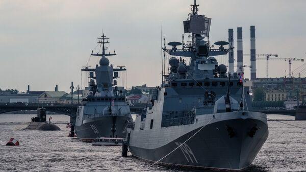 Hlídková loď Admirál Makarov a strážní korveta Soobrazitelnyj  - Sputnik Česká republika