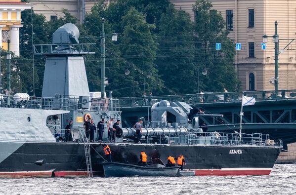 Ruské válečné lodě se připravují na přehlídku na Něvě - Sputnik Česká republika