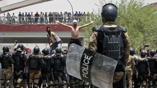 Protestní akce v iráckém městě Basra - Sputnik Česká republika