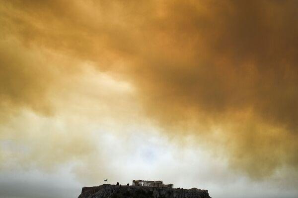 Hrůzostrašné snímky. Lesní požáry trápí Řecko - Sputnik Česká republika