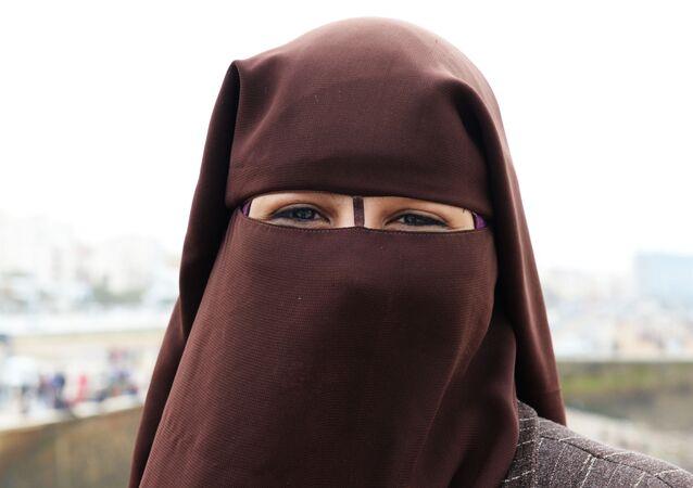 Žena v závoji Nikáb