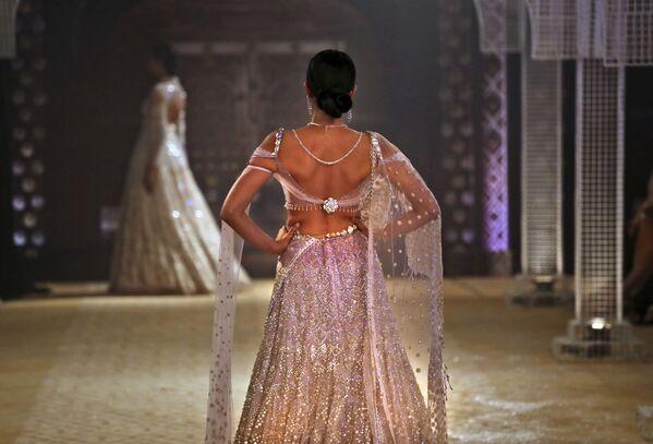 Východní pohádka. Týden vysoké módy v Dillí - Sputnik Česká republika