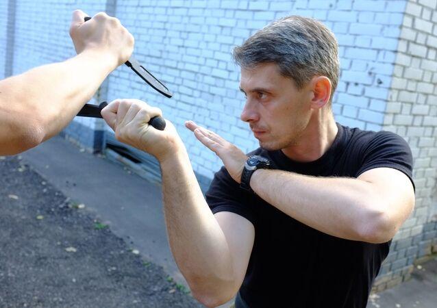 """Hlavní instruktor mezinárodního centra pro odborný výcvik """"Vlk"""", důstojník v záloze výsadkářského vojska Denis Rjauzov"""